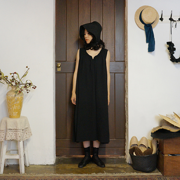 Eileen linen dress - black