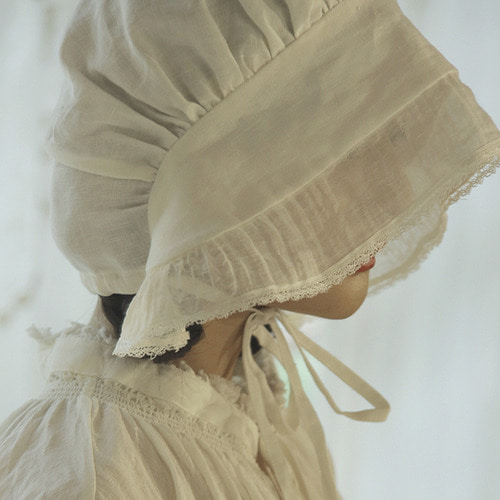 White linen bonnet