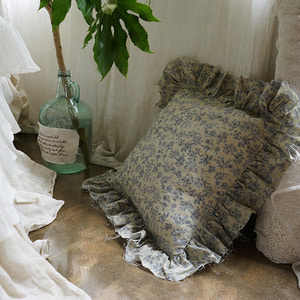 Malin Linen frill cushion